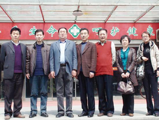 烟台市民政局及龙口市民政局领导与意丰公司董事长封官弼合影